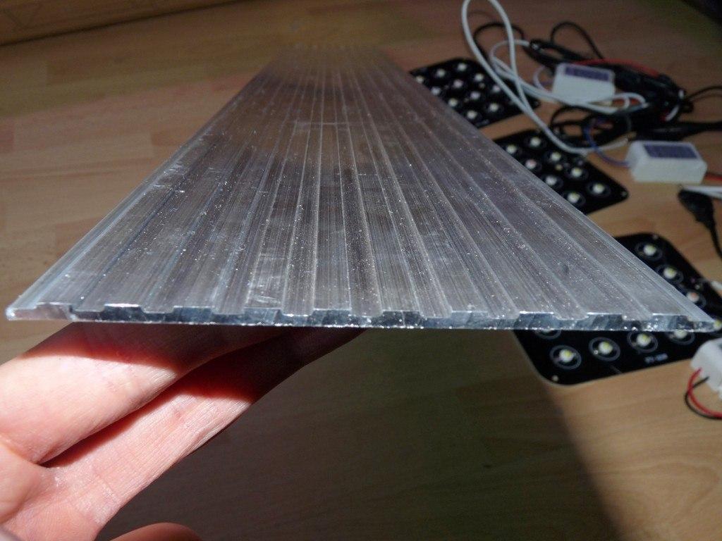 Radiator aluminiowy do panelu