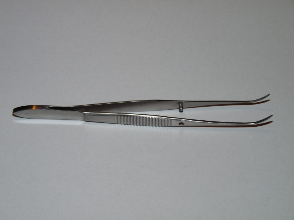 Pinceta oczna 10cm lekko zagięta